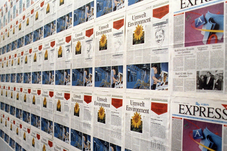 Schon zur drupa 1995 hat KBA mit Inkjet-Köpfen von Scitex im Überbau einer Express-Offsetrotation die Möglichkeit einer stärker individualisierten Zeitungsproduktion demonstriert. Bei reduzierter Maschinengeschwindigkeit wurde auf jeder Titelseite eine andere Karrikatur eingedruckt.