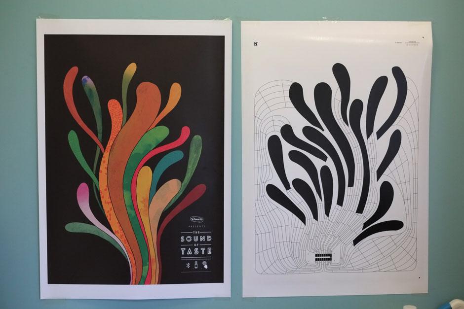 """Das """"Touch""""-Papier von Novalia: Rechts die Papierschicht mit der aufgedruckten und kapazitiven Elektronik. (Abb.: Novalia)"""