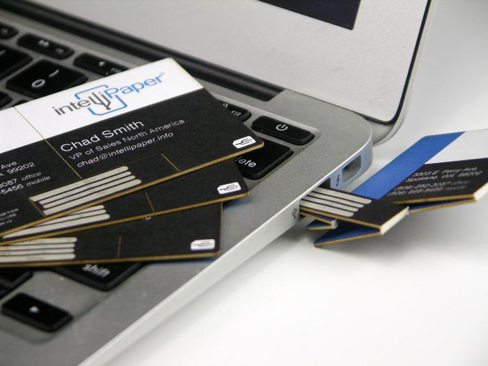 Smarte Visitenkarte Mit Nfc Und Qr Code Wird Durch Falten