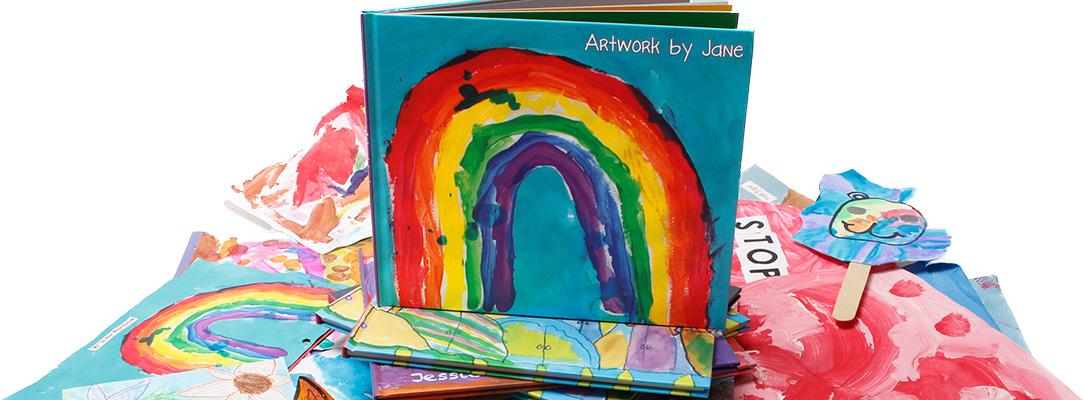 Kinderkunst ab ins Fotobuch: Spezialisierung von Plum Print - inklusive Digitalisierung.