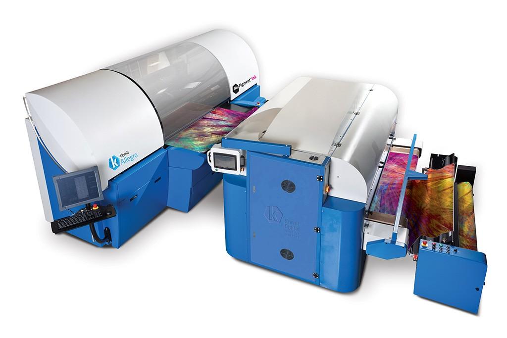 Einer der wenigen Maschinenhersteller für den Inkjet-Textildruck, die halbwegs das E-Business im Auge haben, ist Kornit Digital aus Israel, hier abgebildet die Rolle-zu-Rolle-Maschine Allegro. (Abb.: Kornit Digital)