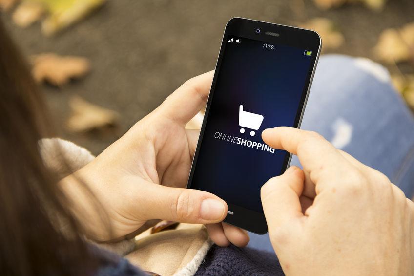 Zukünftig werden immer mehr die mobilen Geräte, vor allem die Smartphones eine entscheidende Rolle beim shopping spielen. (Bildquelle: georgejmclittle ©123rf.com)