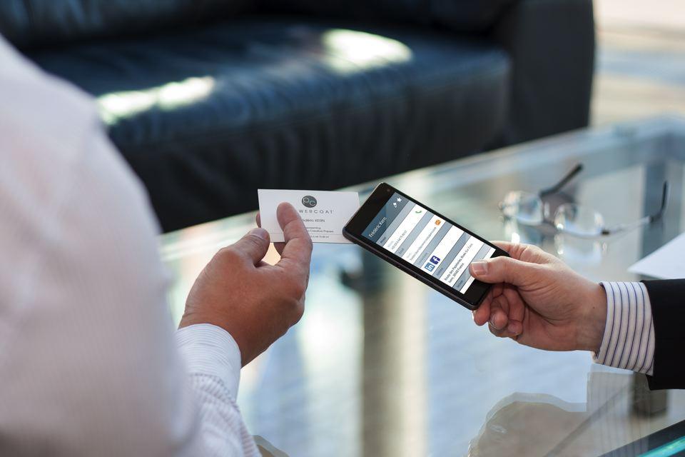Moo.com setzt die mit per Printed Electronics mit NFC vorgedruckten Papiere von Arjowiggins Creative Papers (Markenname Powercoat) ein.