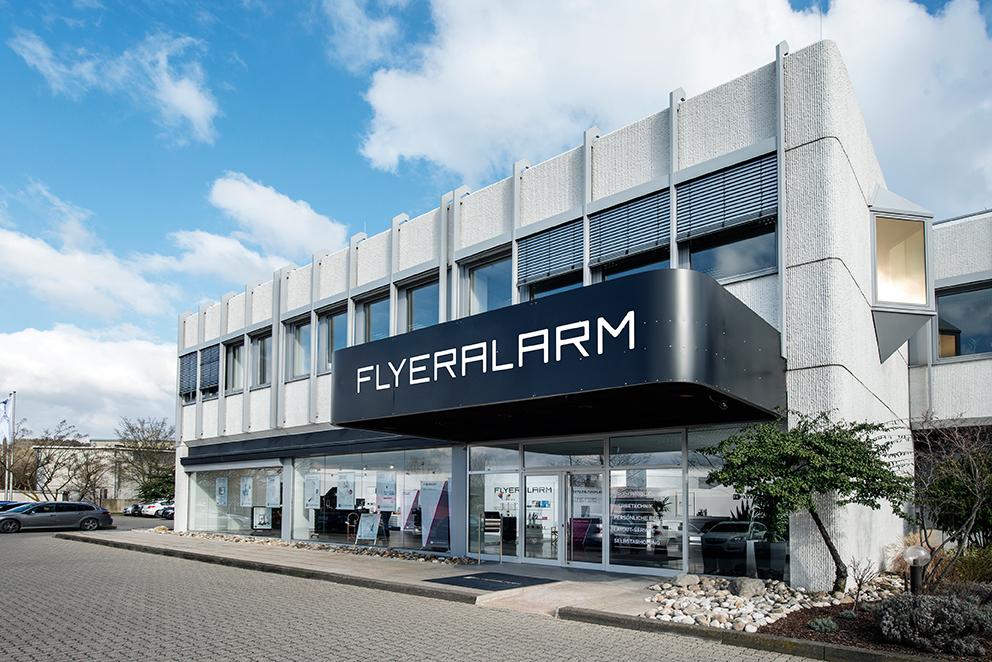 In den Stores von Flyeralarm setzt man bei der größten Onlinedruckerei Deutschlands auf den direkten Kundenkontakt.