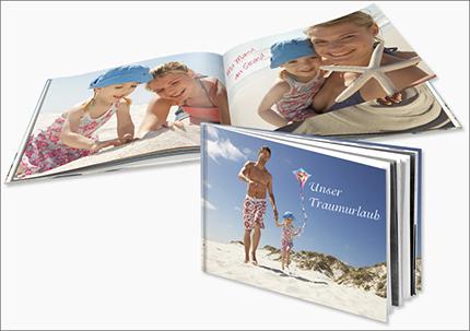 Abb: cewe.de – Der Anteil CEWE´s verkaufter Fotobücher in Deutschland liegt bei ca. 70% in 2015.