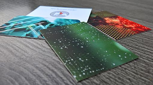 Die drei neuen Finishings neben der NFC-Visitenkarte; Quelle: zipcon consulting