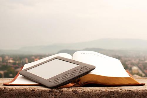 Das Buch klassisch und modern – das Verhältnis ist immer noch klar; Quelle: www.tb-guide.de