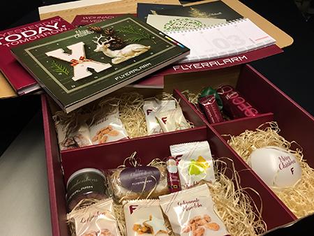 Die Weihnachtsbox von Flyeralarm mit verschiedenen Print-Geschenkideen, Quelle: zipcon consulting