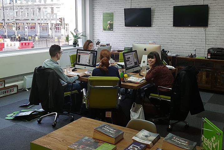 Neben Kaffee gibt's auch Beratung: Das Team in Birmingham; Quelle: zipcon consulting